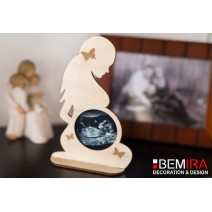 Stand for photo  (silhouette of a pregnant woman)
